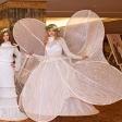 Модели в белых платьях