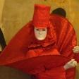 Красный арлекин в шляпе