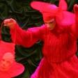 Красная дама с маской в фонаре