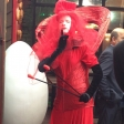 Красная дама в шляпе