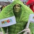 Зелёный мим на параде