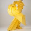 Желтый мим в золотой маске